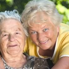 Seniorenbetreuung eines Seniorin