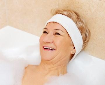 ツ Badewannenlift Für Senioren ᐅ Schwenkbare Wannenlifte ᐊ